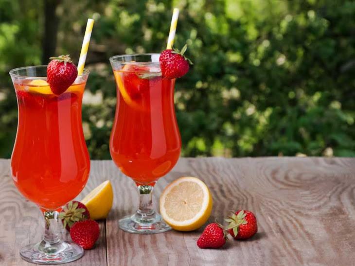 Copycat Red Robin Strawberry Lemonade