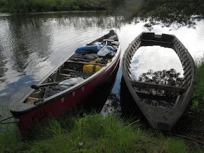 Photo: Uusi ja vanha joen kulkija.