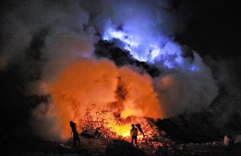 C:\Users\Zakarya yajioui\Desktop\blue lava.jpg