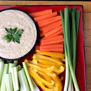 Healthy Garlic & Herb Yogurt Dip.