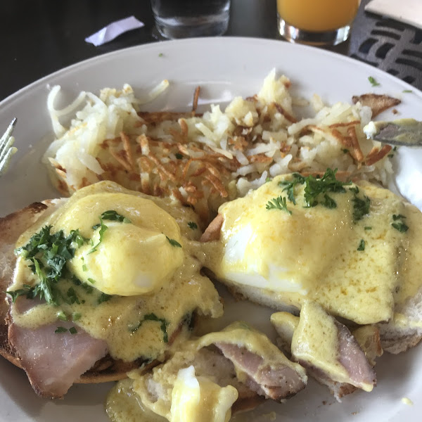 GF Eggs Benedict with Hashbrowns