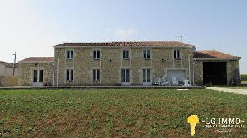 villa à Saint-Martial-de-Mirambeau (17)