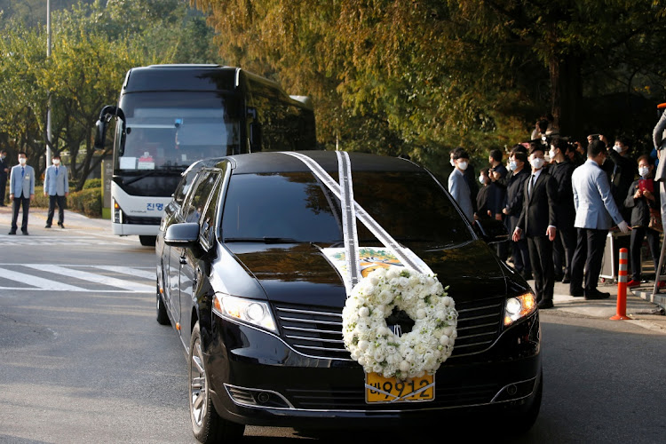 A hearse carrying the body of Lee Kun-hee in Seoul, South Korea, in October 2020. Picture: REUTERS/HEO RAN