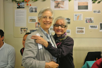 Photo: Sr Marie Liesse avec Bac Phan (95 ans)