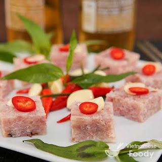 Vietnamese Cured Pork Sausage (Nem Chua).