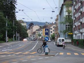 Photo: Велосипедисты и общественный транспорт - главный способ передвижения. А машины - тоже ездят.