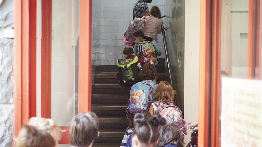 Un centenar de menores están aislados en Almería.