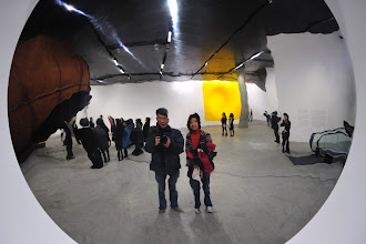 Photo: Behind us is the special exhibition of Anish Kapoor where photography is allowed.
