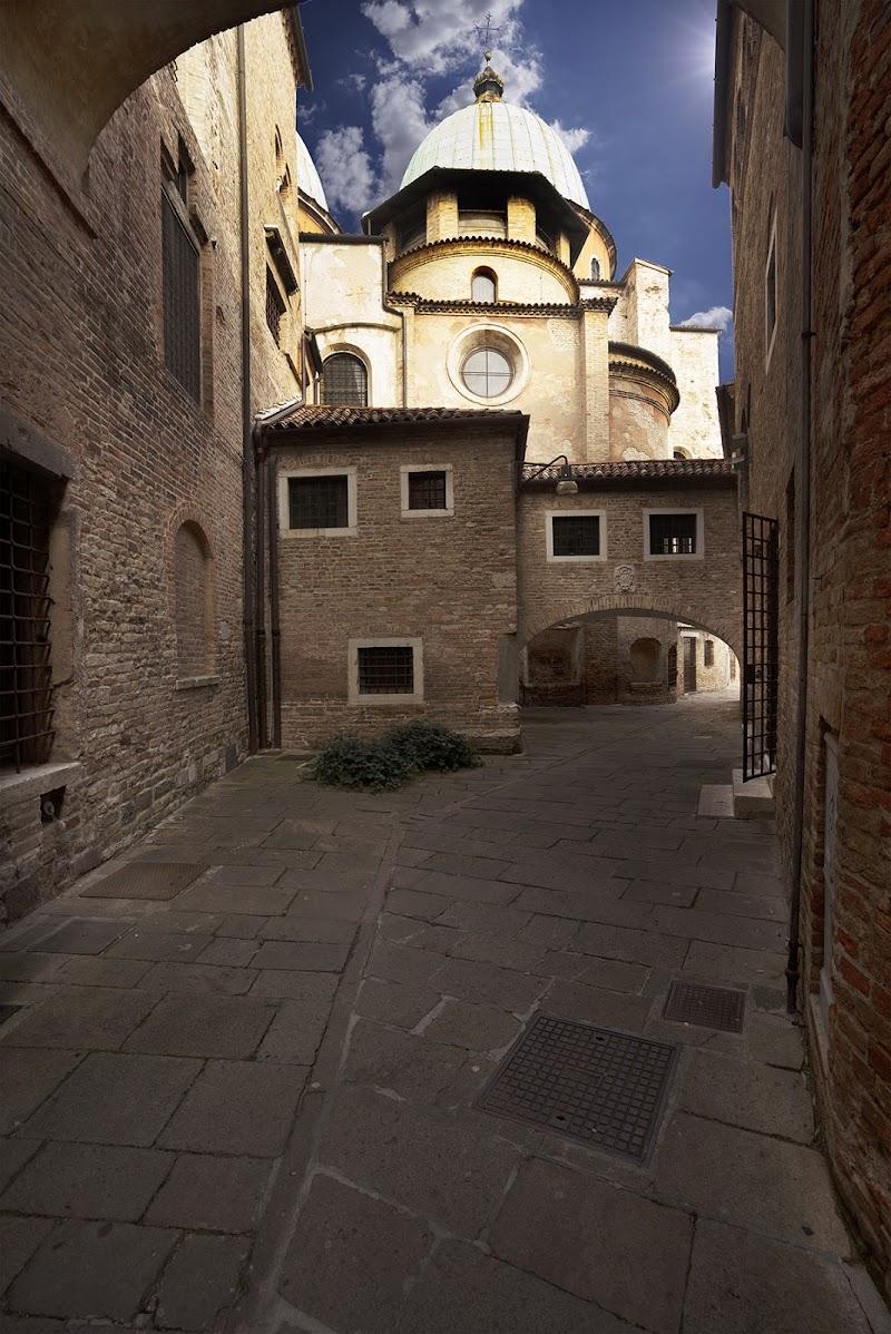 Vicolo del Duomo di Pinko