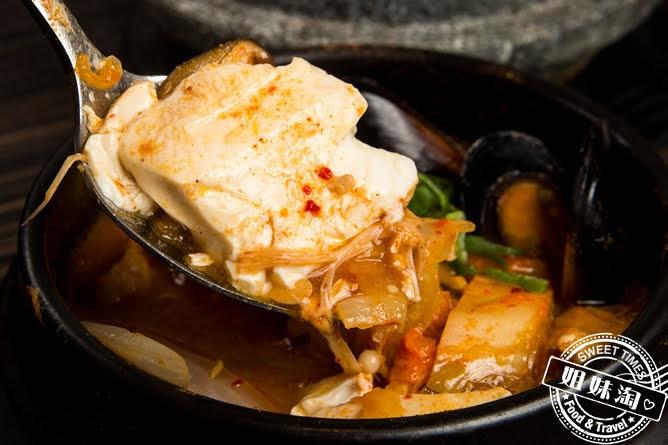 玉豆腐韓國家庭料理泡菜豬肉嫩豆腐煲