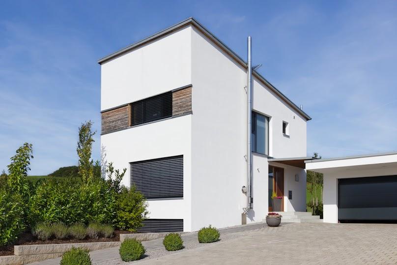 Dom z wejściem na ścianie bocznej
