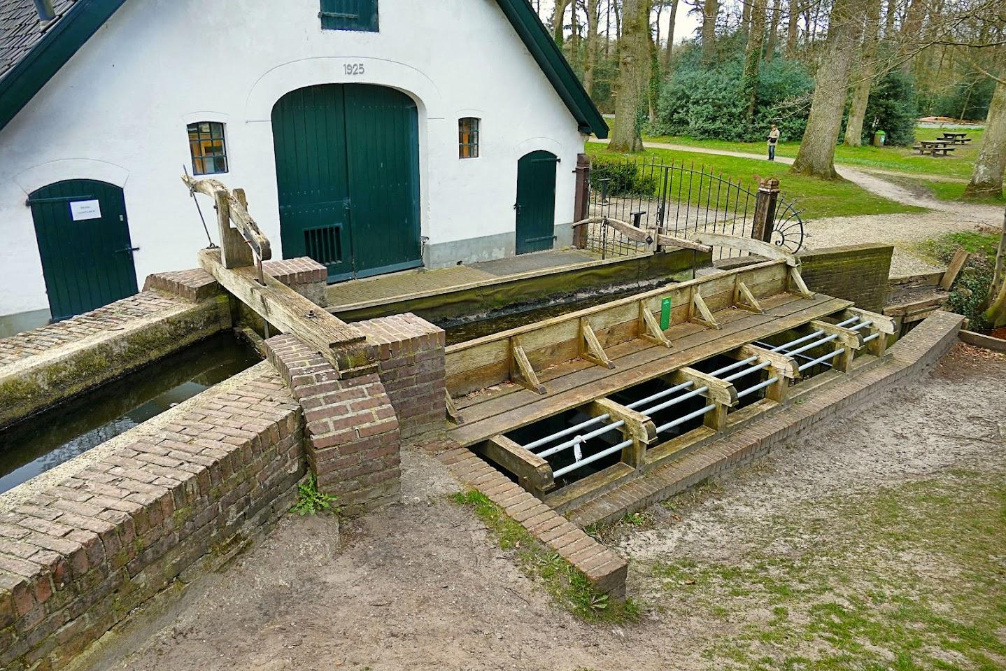 Aangeboden door: Stichting Microtoerisme InZicht Fotoblog Staverden water molen goot