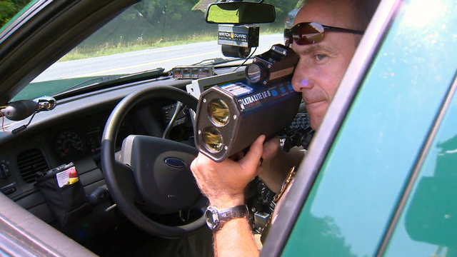 Speed trap profits could come to end in small towns, with new laws - CBS  News