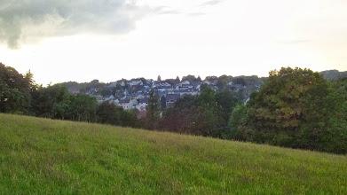 Photo: Der Kuhlerkamp aus der Postkopf-Perspektive. Am rechten Bildrand hinten ein Stück Wald zwischen Tücking, Wolfskuhle und Philippshöhe.