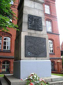 pomnik powstańców.jpg