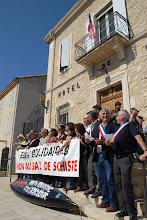 Photo: Manifestation Anti gaz de Schiste à Donzère (Drôme) dont le maire est Eric Besson, ministre de l'Energie.- 16 avril 2011 - © Olivier Sébart