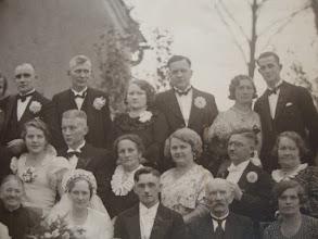 Photo: W środku: rodzice Gerdy Dreiucker - prawnuczki barona von Roth i Rossine Gross.
