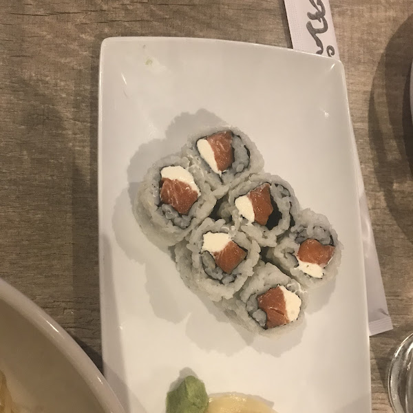 Salmon roll with cream cheese