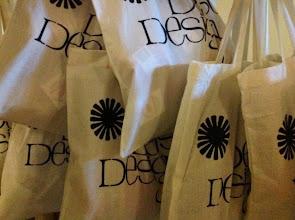 Photo: Rader av goodie bags fylldes på under fredagen med innehåll från SiVs sponsorer!