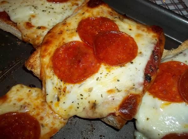 Garlic Bread Pizza Recipe