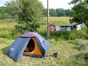 Photo: Zarostlé okolí stanu indikuje počátek tábora