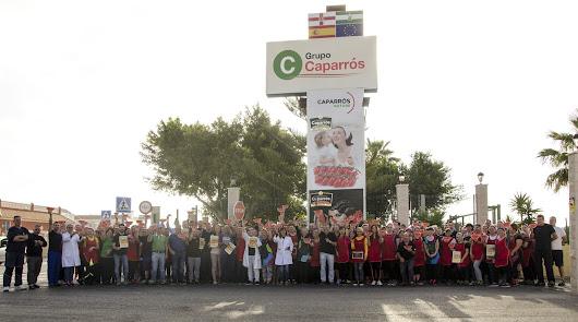 Grupo Caparrós celebra con sandía y toda su plantilla el Día de la Nutrición