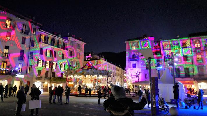 La città diventa natalizia. di Piera
