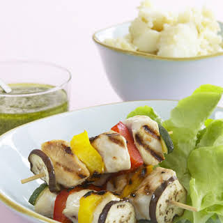 Chicken and Vegetables Skewers with Mashed Potatoes and Pesto.