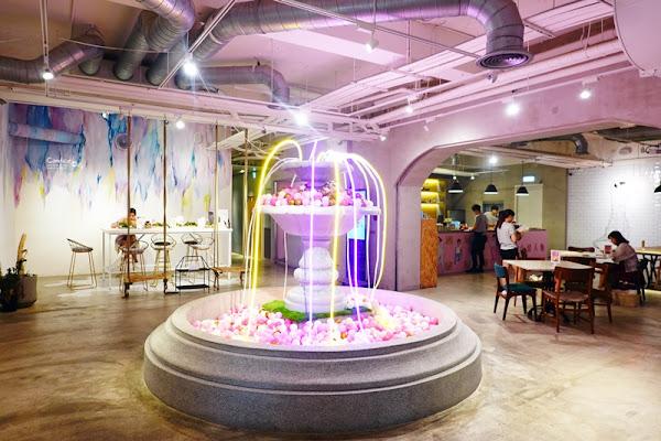 無聊咖啡 AMBI-CAFE|夢幻噴水池+麻辣牛肉彩色麵,衝突台北網美咖啡廳!