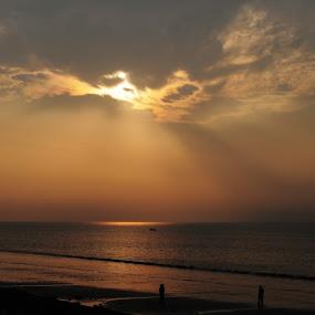 Golden ray by Alokemoy Basu - Landscapes Sunsets & Sunrises ( beach )