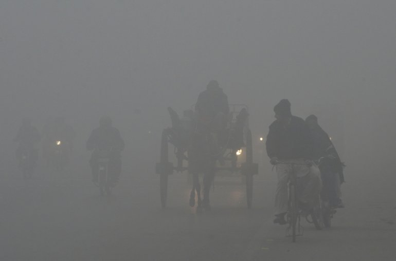 Road of Lahore in Smog