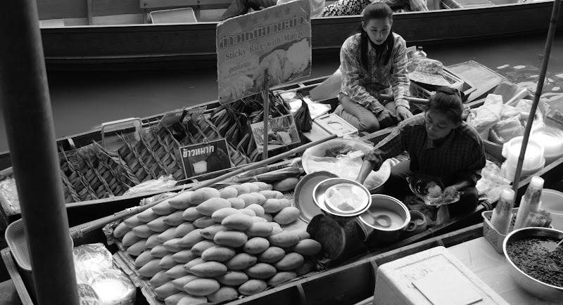 Mercato galleggiante thailandese di Tonio-marinelli