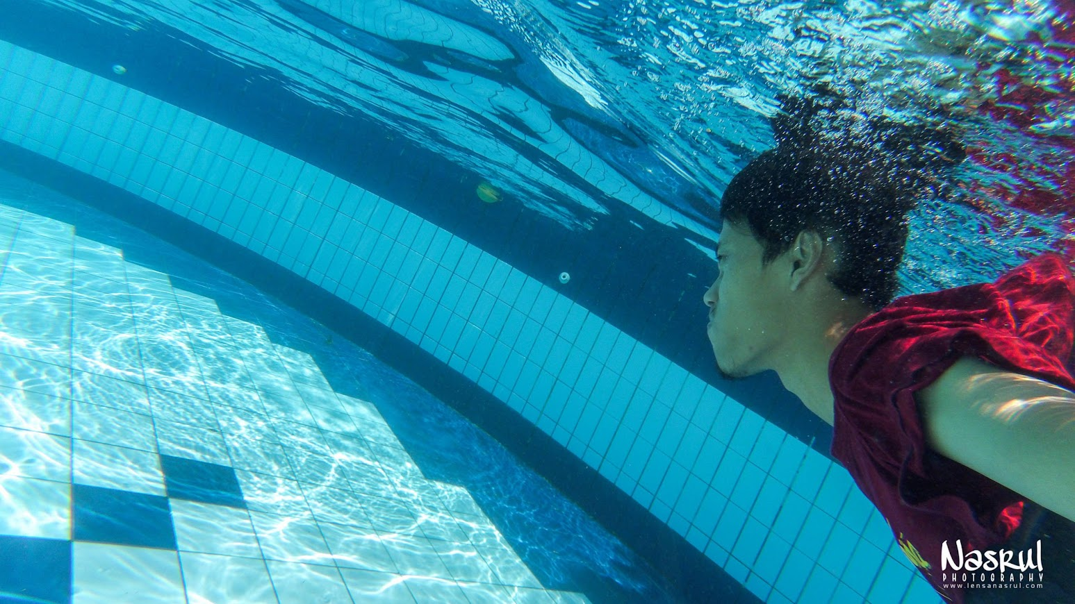 Di dalam kolam renang hotel winitosastro