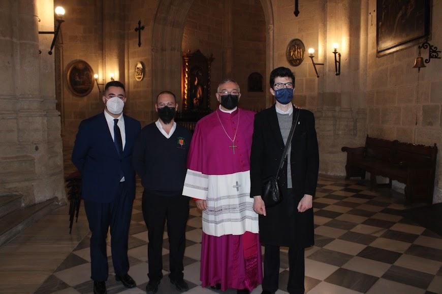 Personal de la Catedral de la Encarnación junto al nuevo obispo.