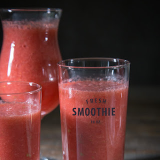 Detox Strawberry, Grapefruit, & Ginger-Apple Smoothie