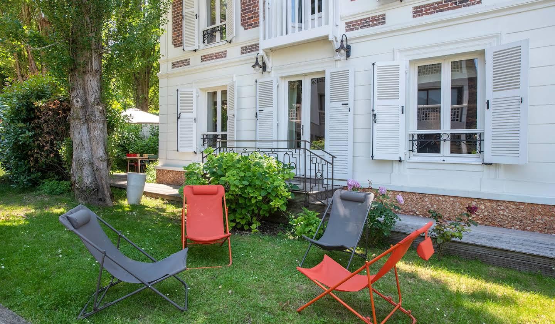 Villa with terrace Meudon