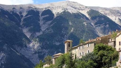 Brantes dans la vallée du Toulourenc proche de la chambre d'hôtes l'Esclériade