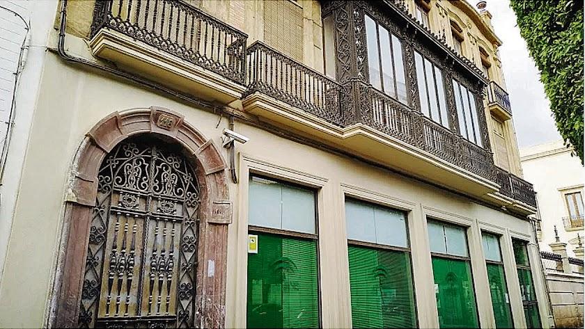 Edificio cuya cesión ha solicitado la Universidad de Almería a la Tesorería de la Seguridad Social