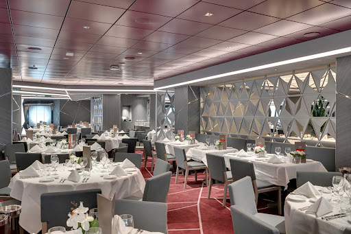 msc-seaview-silver-dolphin.jpg - The 806-seat Sliver Dolphin is one of two main complimentary restaurants on MSC Seaview.