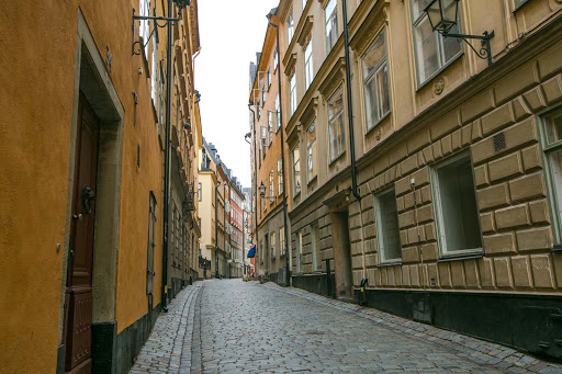Cobblestone-street-in-Gamla-stan-2.jpg - A street in Gamla stan, Stockholm's historic district, with cobblestones dating to the 1500s.