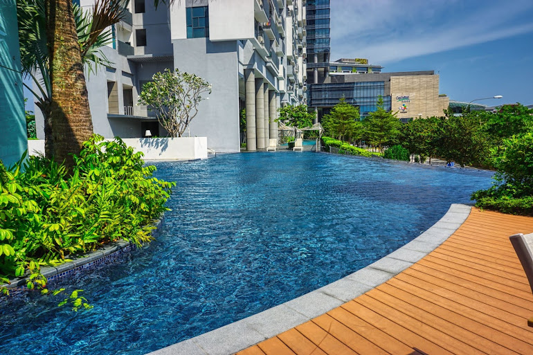 Luxury pool at Gateway Drive Apartments, Jurong