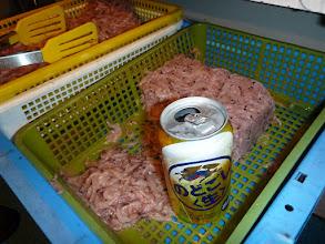 Photo: オキアミの中にビール。