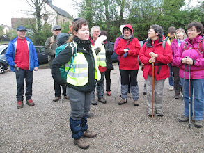 Photo: briefing de Marie-Aurore au parking de l'ancienne usine « Barenthal »