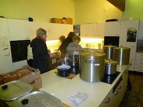Photo: In der Küche wird noch klassisch Punsch hergestellt.
