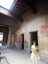 Photo: Villa, notice frescoes