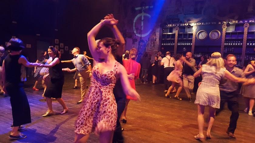 Bailarines de swing disfrutaron de una noche espectacular en el Teatro Cervantes el sábado.