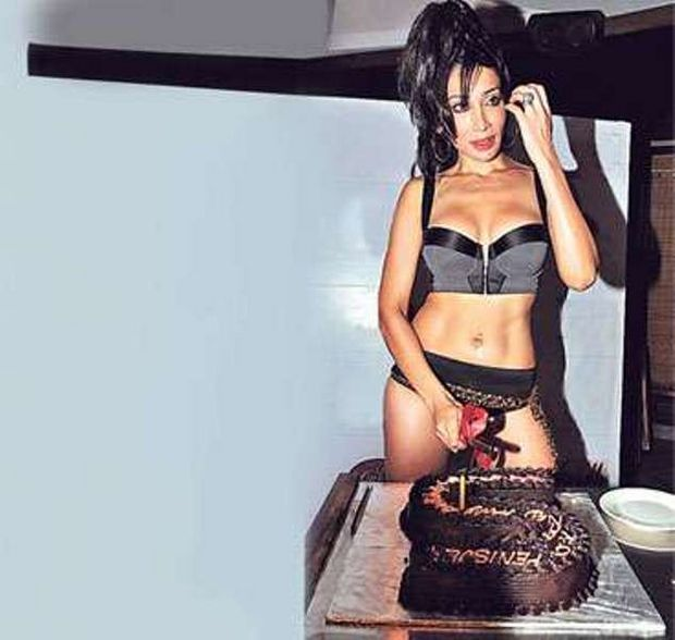 Sofiya Hayat celebrating her birthday, Sofiya Hayat in black bikini