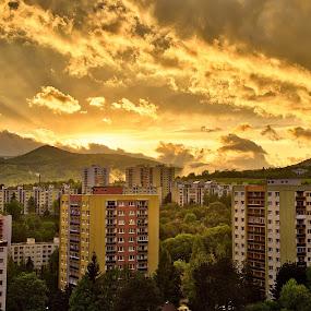 by Ján Hrmo - City,  Street & Park  Vistas ( oblaky )