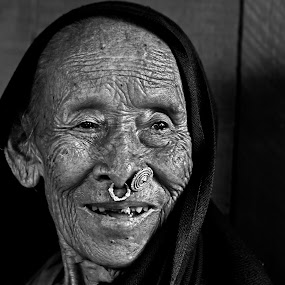 The Old Lady... by Kausik Das - People Portraits of Women ( canon, face, india, people, portrait, pwc faces )
