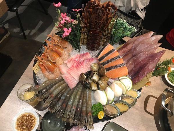 干貝.龍蝦.天使紅蝦都可以吃到只要770元  深紅汕頭鍋物–北屯崇德店